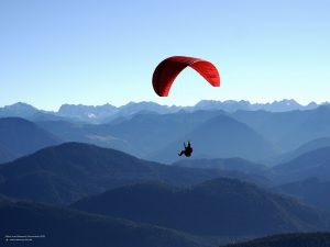 Hang-glider in front of alpine panorama 4:3
