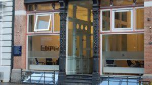 Modern facade at Kleine Reichenstraße in Hamburg 16:9