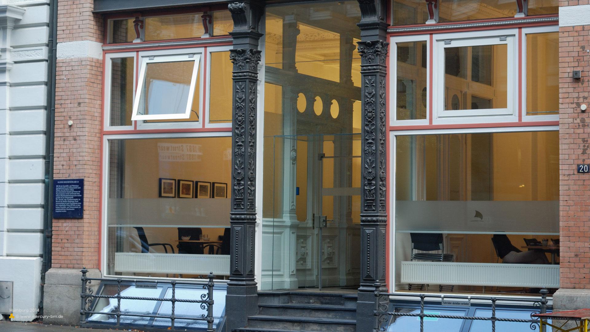 Moderne Fassade in der Kleinen Reichenstraße in Hamburg