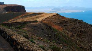 Blick vom Mirador del Río, Lanzarote, bis zur Bucht von Famara